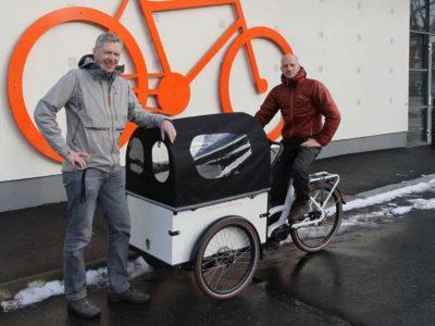 Olle Gustafsson och Mattias Bodin är projektledare för hållbart resande. Foto: Jönköpings kommun.